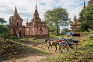photo with horse cart in Bagan
